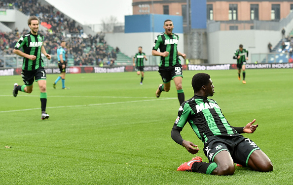 REGGIO NELL'EMILIA, ITALY - MARCH 06: Alfred Duncan of US Sassuolo Calcio celebrates after scoring the opening goal during the Serie A match between US Sassuolo Calcio and AC Milan at Mapei Stadium - Città del Tricolore on March 6, 2016 in Reggio nell'Emilia, Italy. (Photo by Giuseppe Bellini/Getty Images)